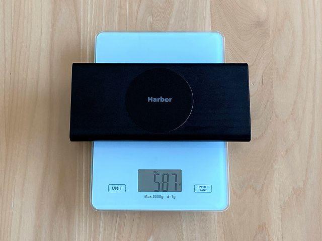 モバイルバッテリー SUPERの重さを計測した画像