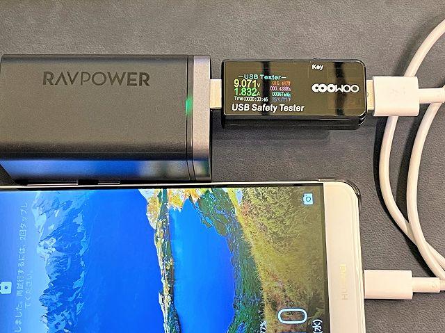 RAVPower RP-PC136でTYPE-Aポートの出力を計測している様子