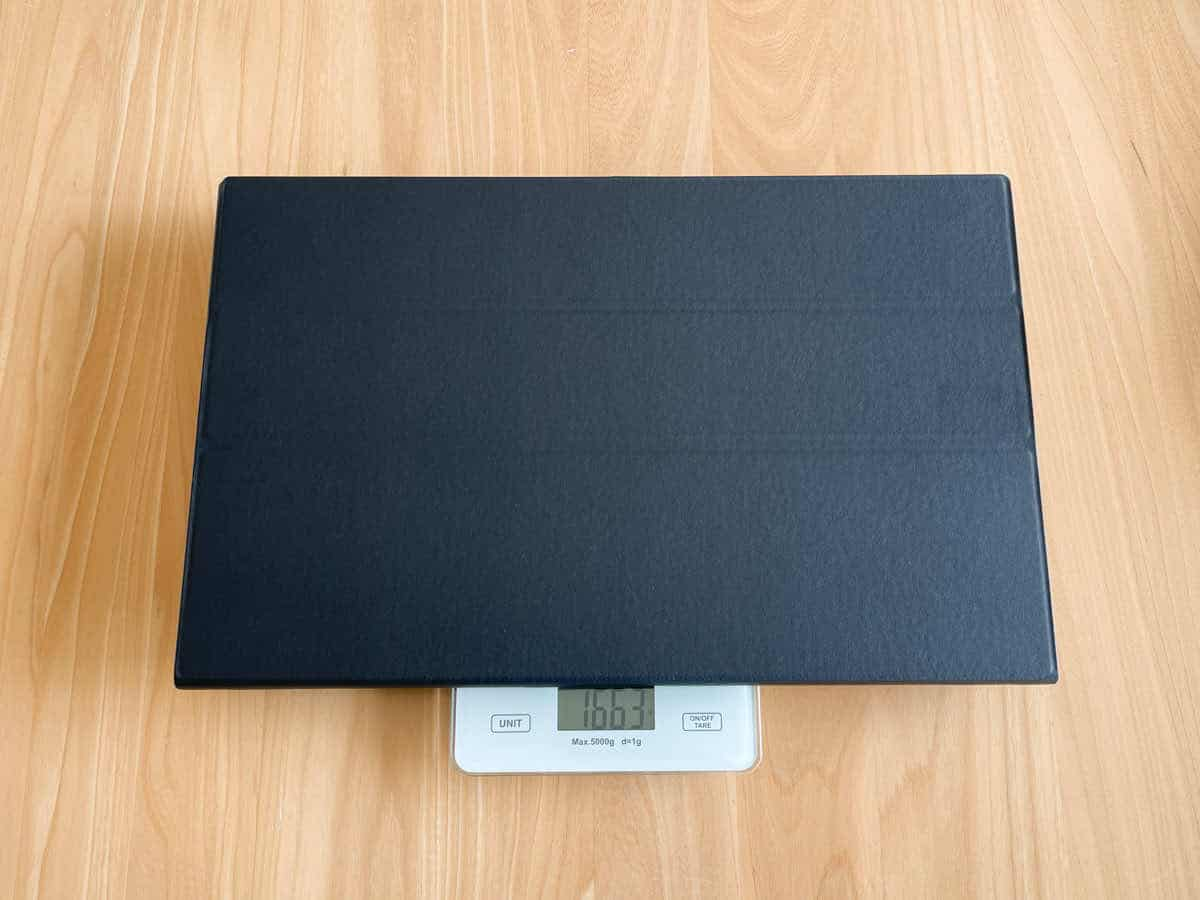 EVICIV EVC-1701 のスタンドカバー込みの重さを計測している画像
