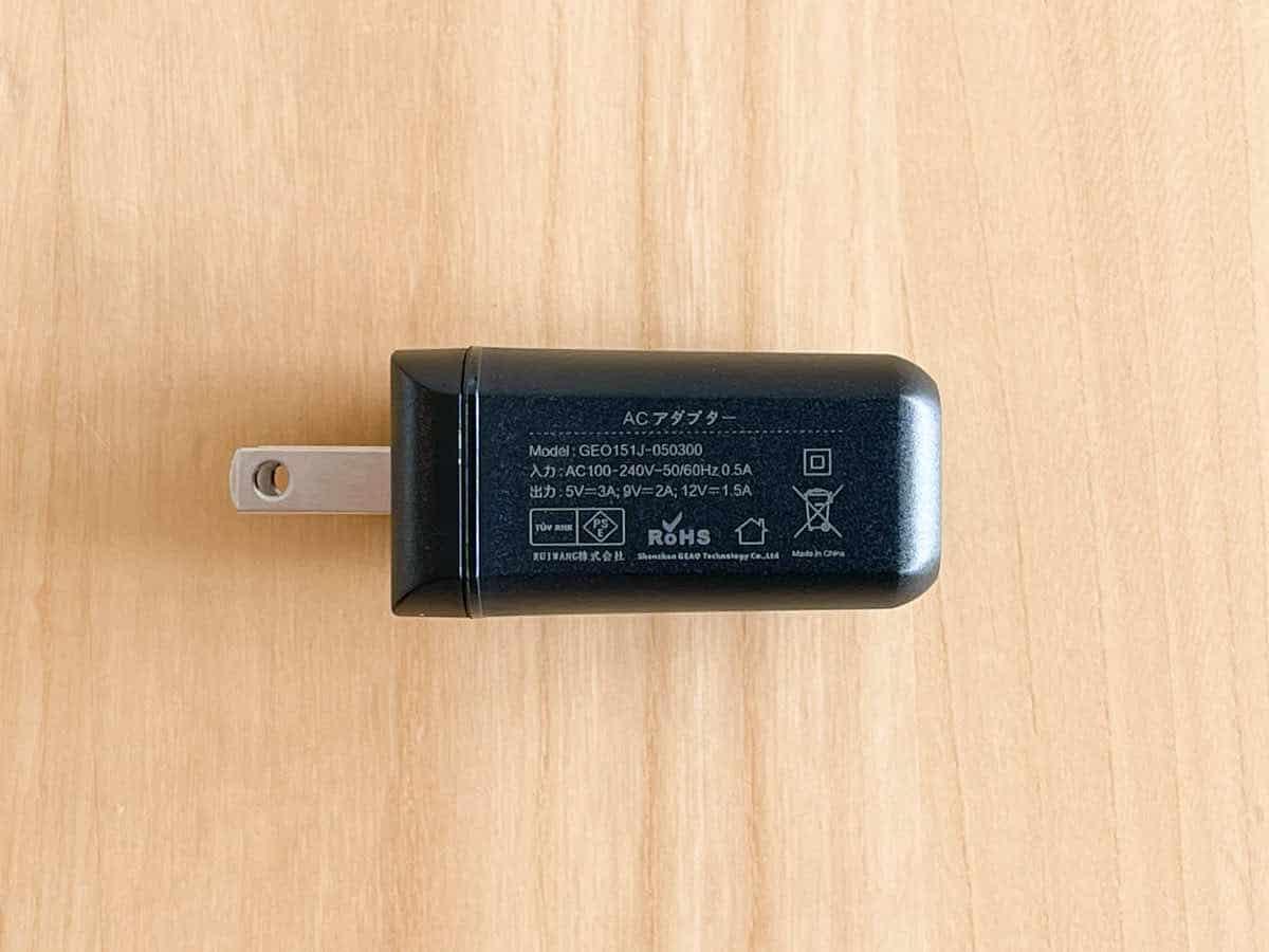 EVICIV EVC-1701 に付属している電源アダプターを横から見たときの画像