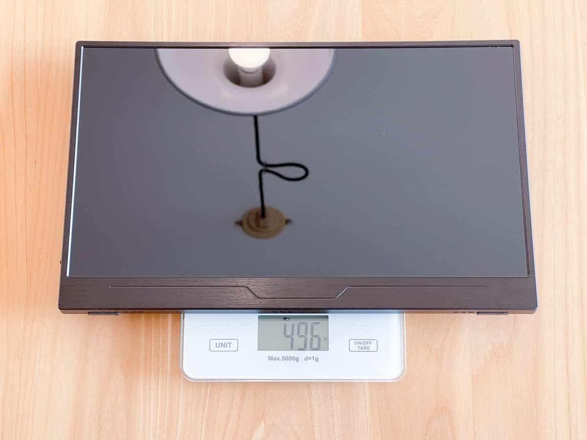 EVICIV EVC-1302のモニター本体のみの重さを計測している様子の画像