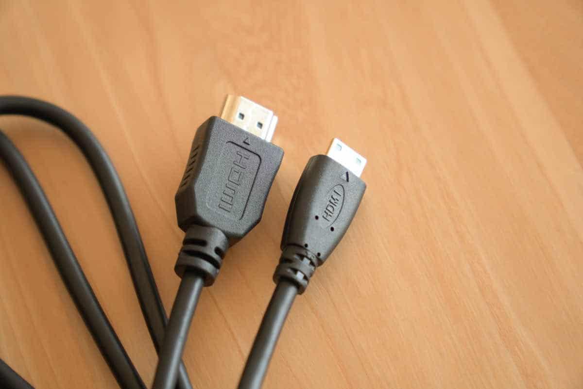 EX-LDC161DBM に付属のHDMIケーブルの画像