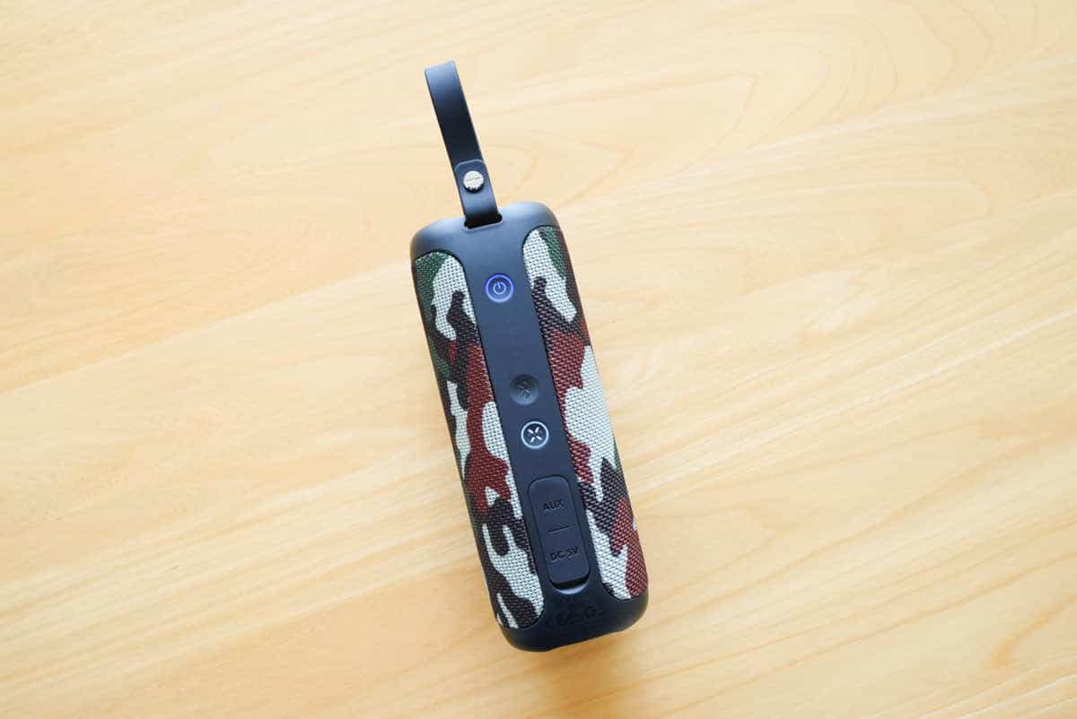 Tribit Stormboxの迷彩の背面ボタンの画像