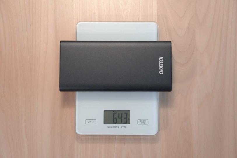 CHOETECH B634の重さを計測している画像