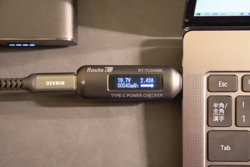 CHOETECH B634からWindows モバイルノートへの充電出力を計測している画像