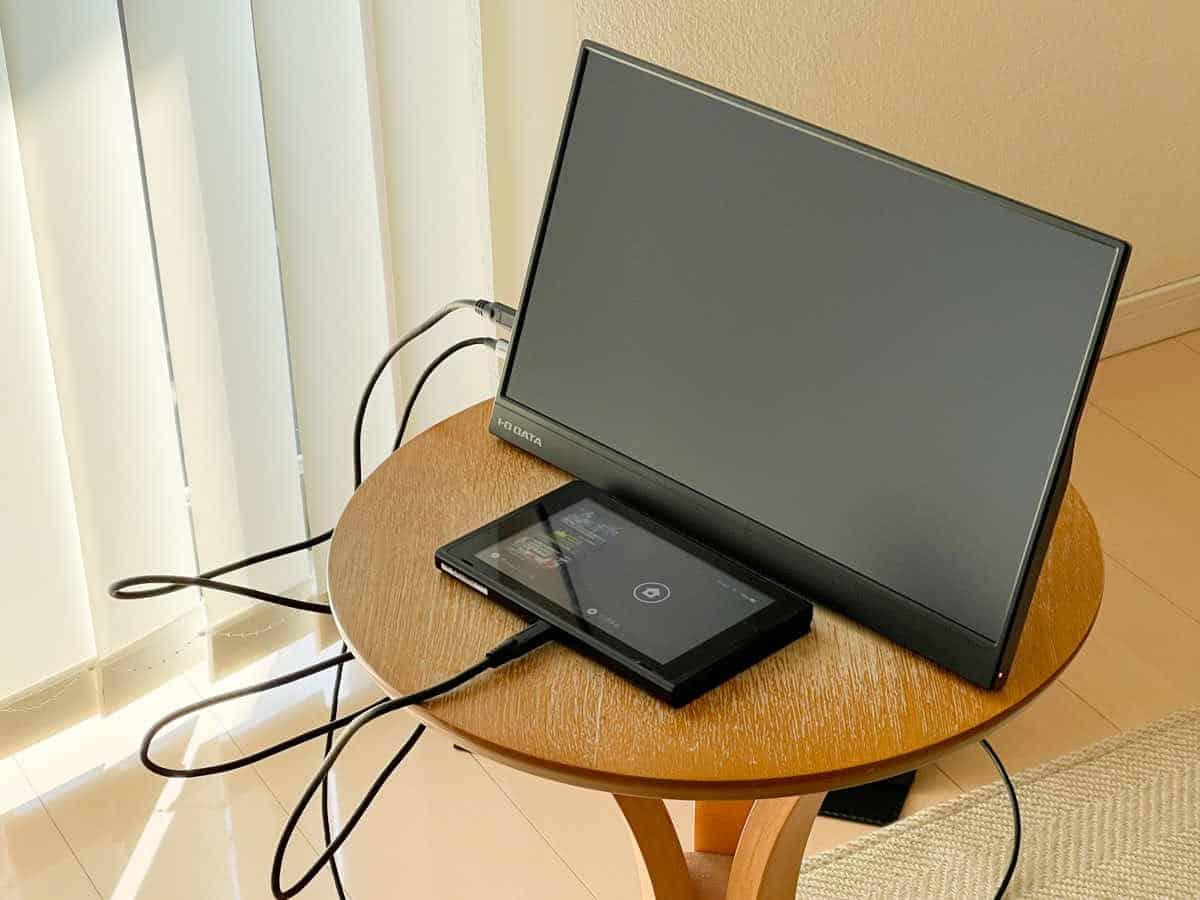 EX-LDC161DBM をニンテンドースイッチと接続した状態の画像