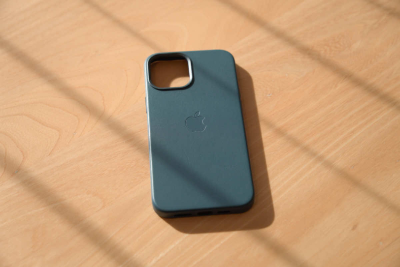 iPhone 12 Pro Max 用Apple純正レザーケース「バルティックブルー」の画像