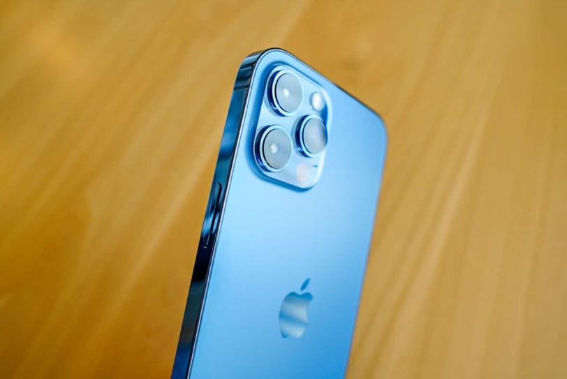 iPhone 12 Pro Max パシフィックブルーの背面画像