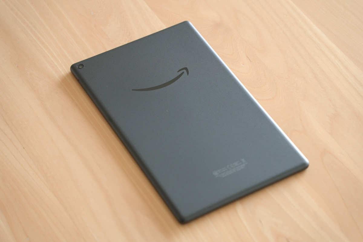 Amazon fire HD 10本体背面の全体画像