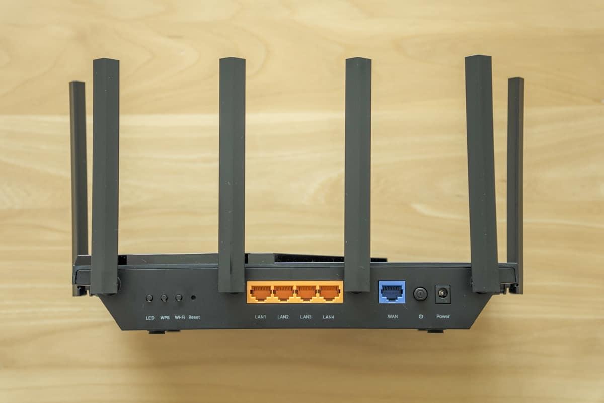 TP-Link Archer AX73 の背面部分の拡大画像