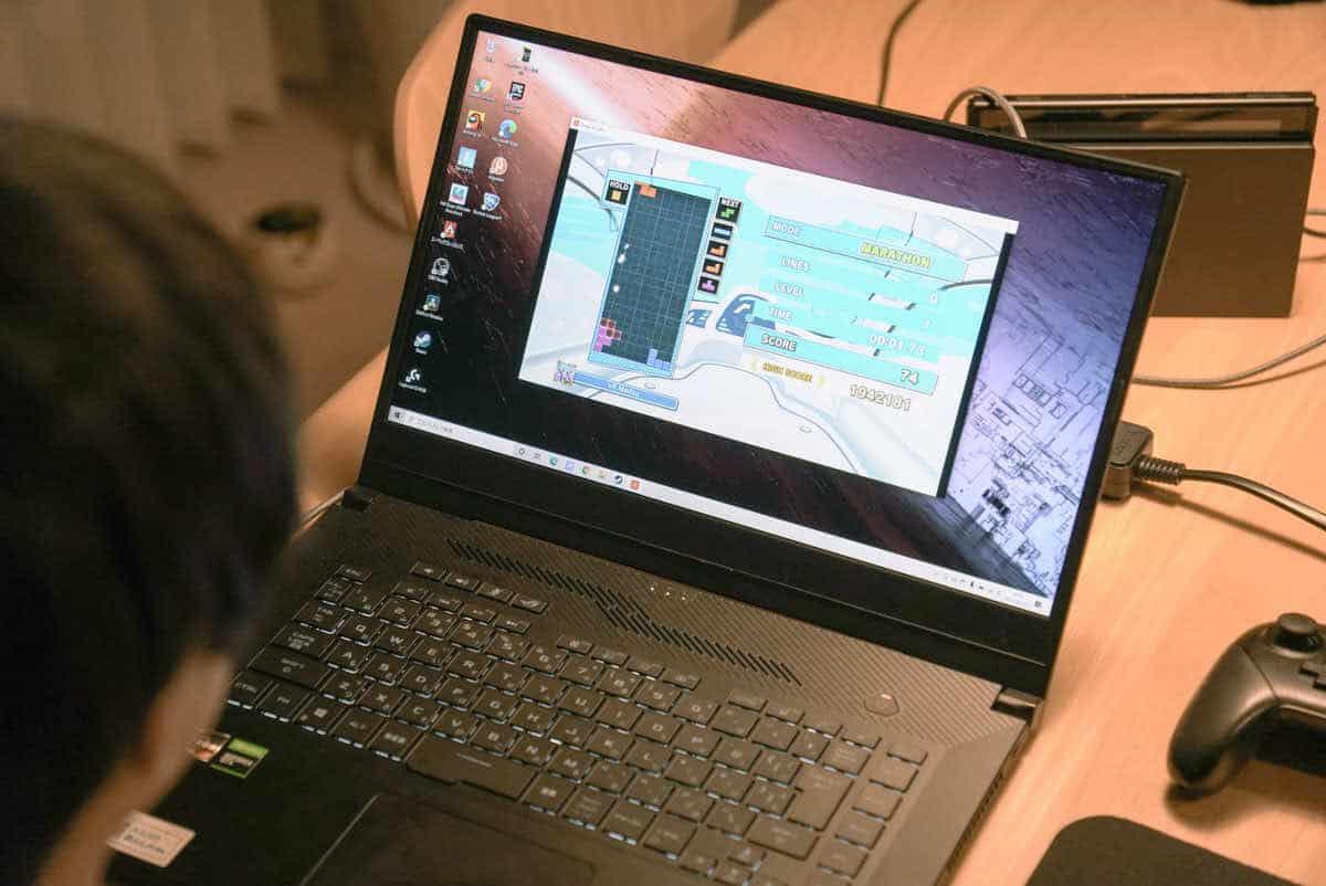 ShadowCastを使ってスイッチの映像をWindowsPCに投影している様子