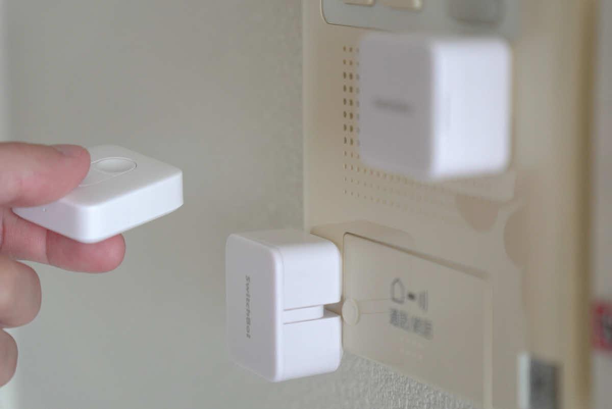 SwitchBot リモートボタンでボットを動かしている様子の画像