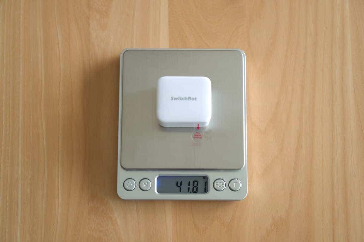 SwitchBot ボットの重さを計測している画像