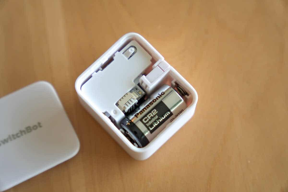 SwitchBot ボットの蓋を開いた状態の画像