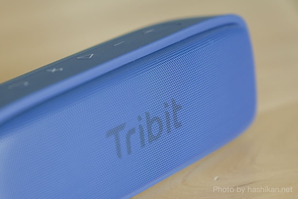 Tribit XSound Surfのフロントスピーカーグリルの拡大画像
