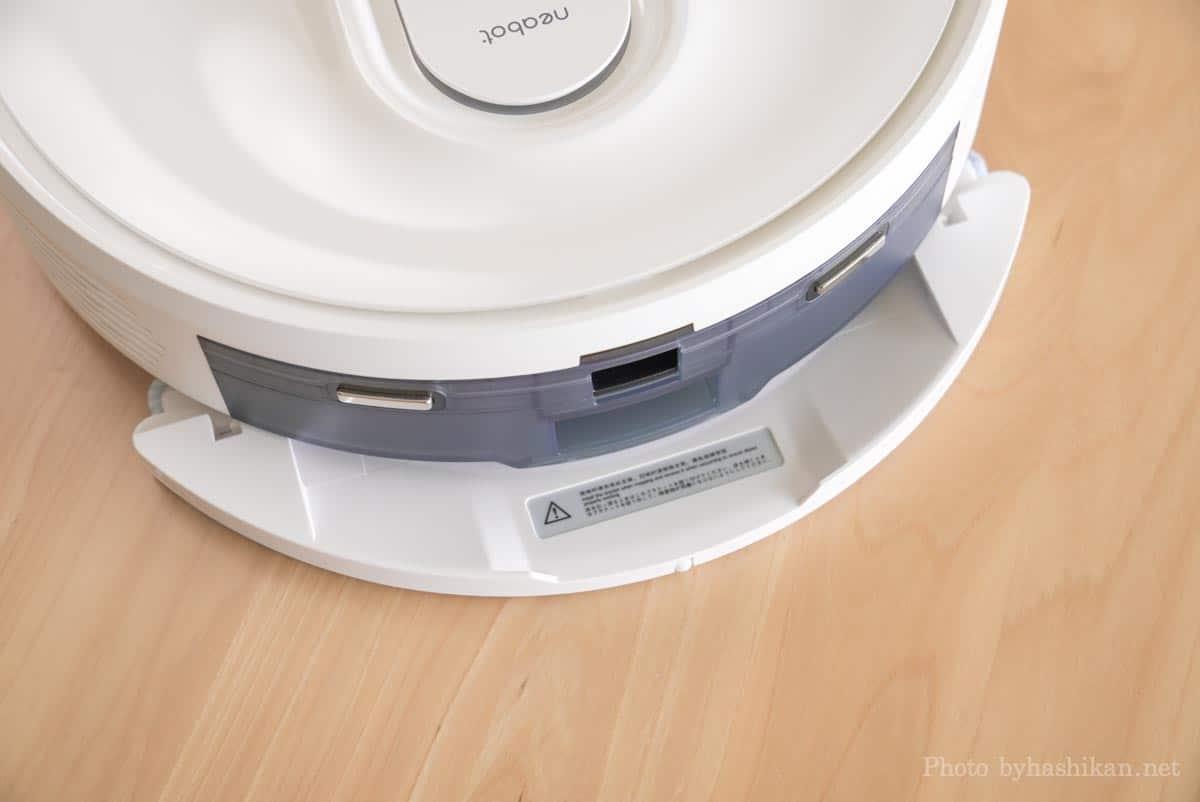 neabot NoMo Q11に付属しているモップアダプターを取り付ける様子