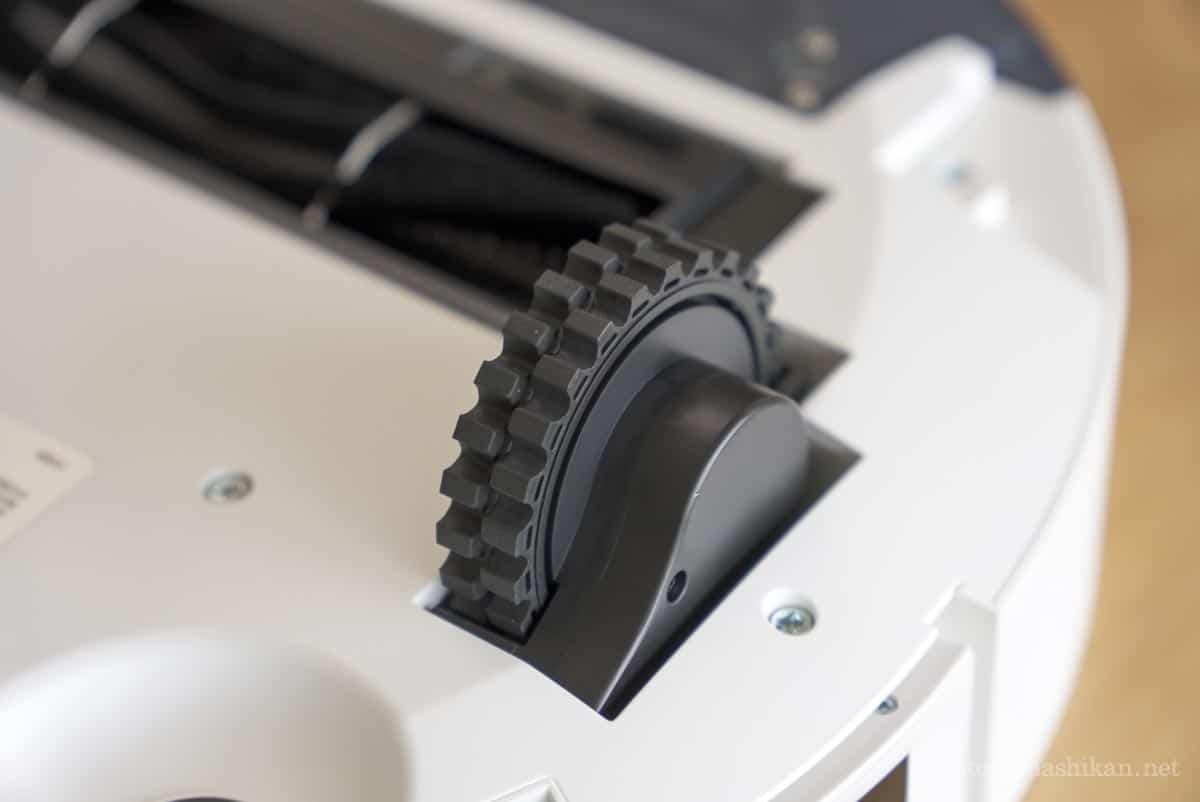 neabot NoMo Q11のタイヤ部分の拡大画像