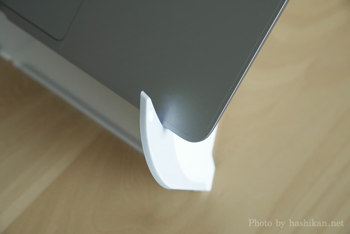 Oripuraにノートパソコンをセットした状態のひっかかり部分の拡大画像