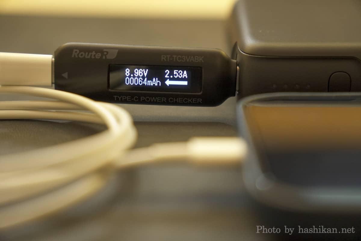 RAVPower RP-PB232 を使ってiPhone 12 Pro Maxを充電した時の出力を計測している画像