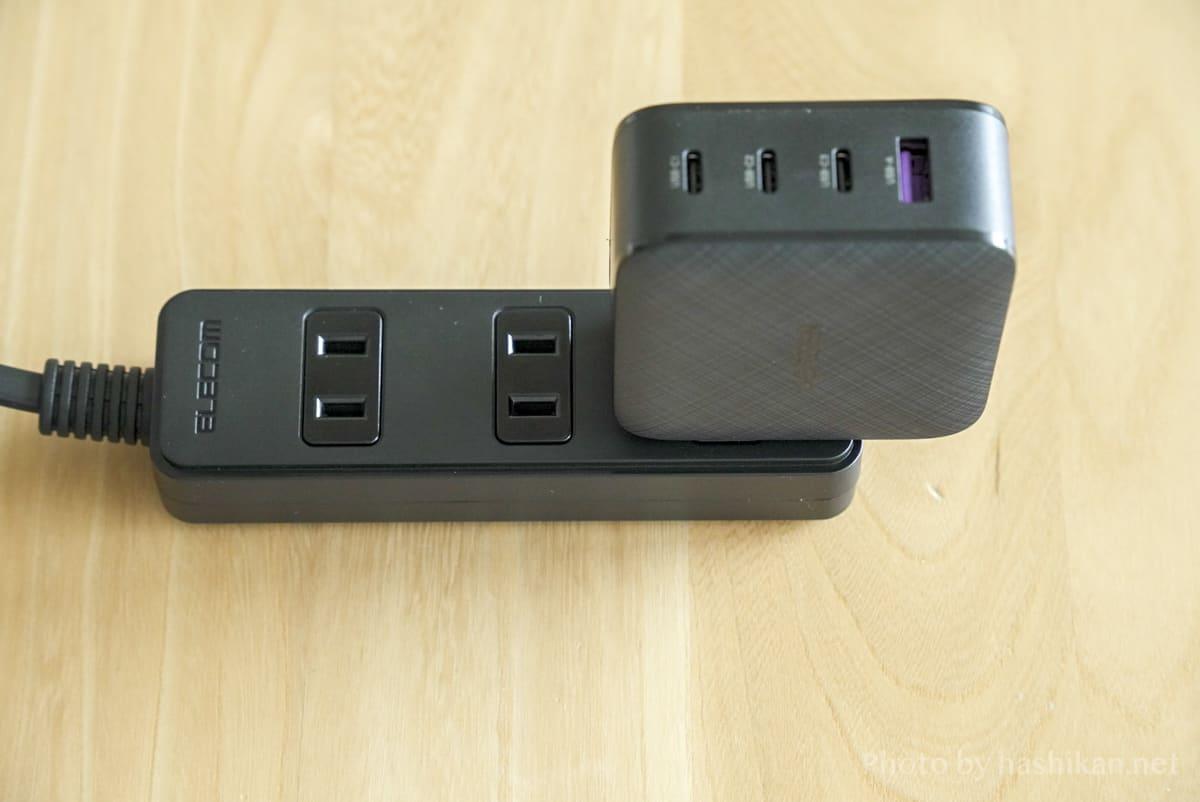 UGREEN PD充電器 65W GaN 4ポート充電器をコンセントに接続した状態の画像