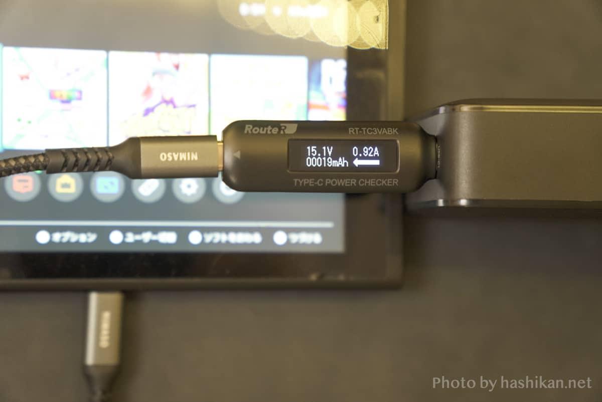 UGREEN PD充電器 65W GaN 4ポート充電器でNintendo Switchを充電している状態の画像