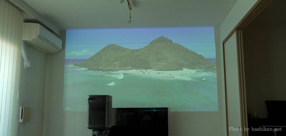 XGIMI Haloで昼間に100インチクラスの大きさを投影している状態