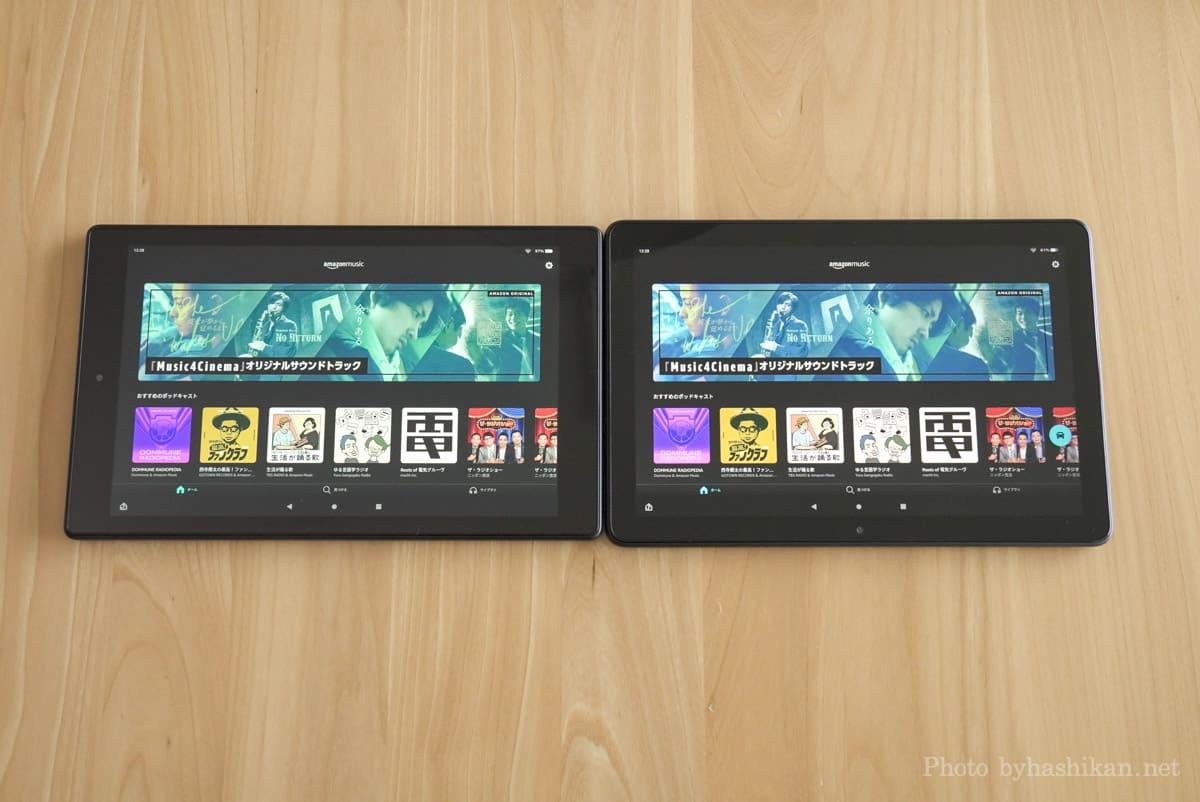 第11世代 Fire HD 10 2021年モデルと第9世代2019年モデルを並べて色合いを比較している状態の画像