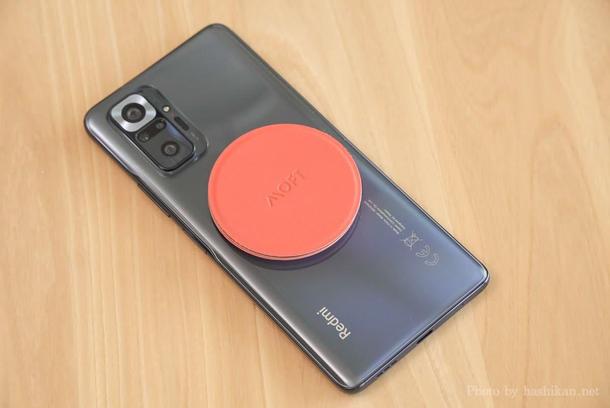 Moft O Snap をAndroidスマホ(Redmi Note 10 Pro)に取り付けた状態の画像