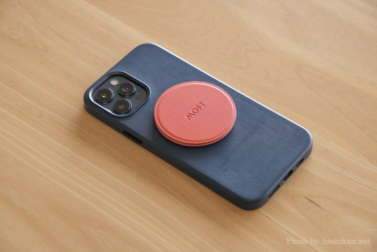Moft O Snap をiPhone 12 Pro Max に取り付けた状態の画像