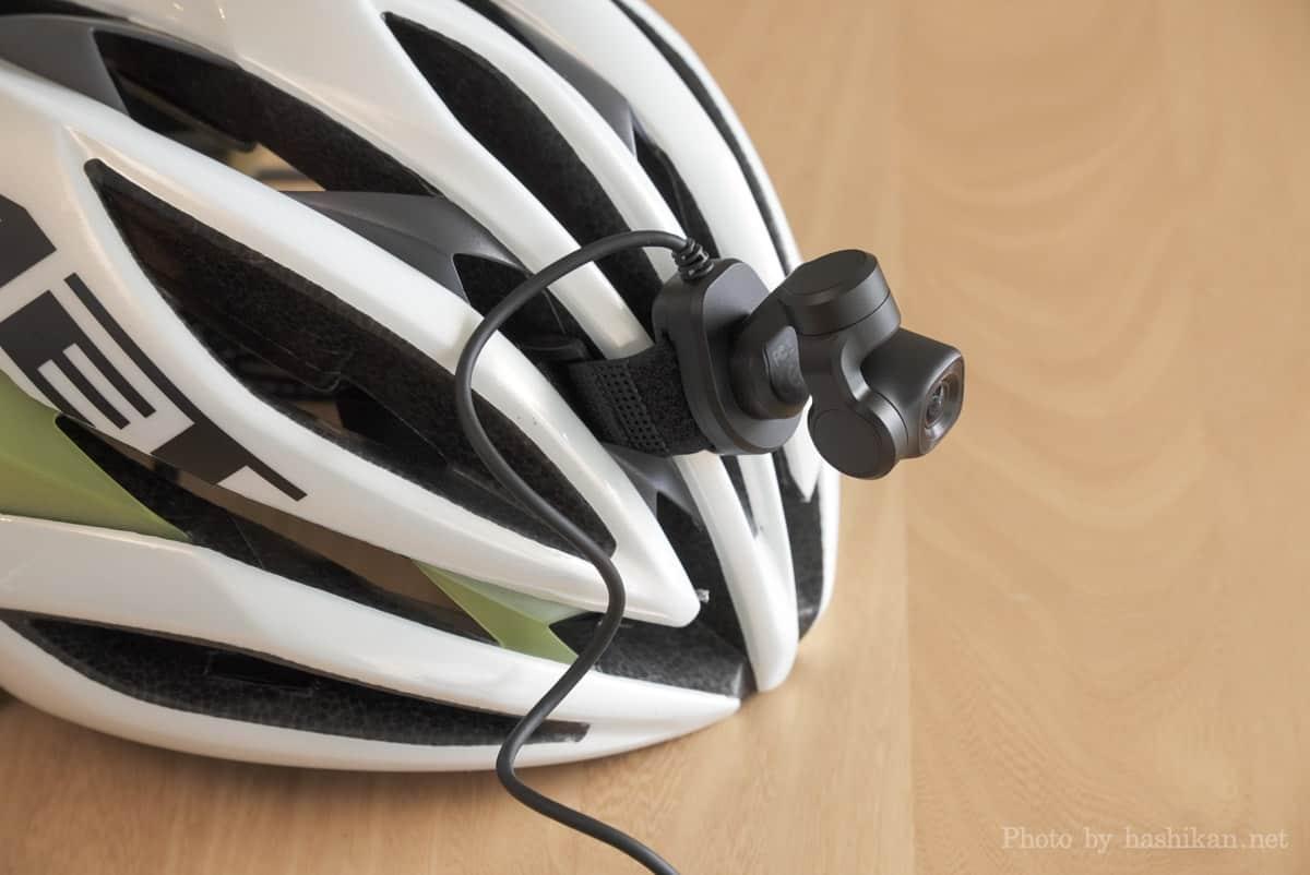 Feiyu Pocket 2S をロードバイクのヘルメットに固定している状態の画像