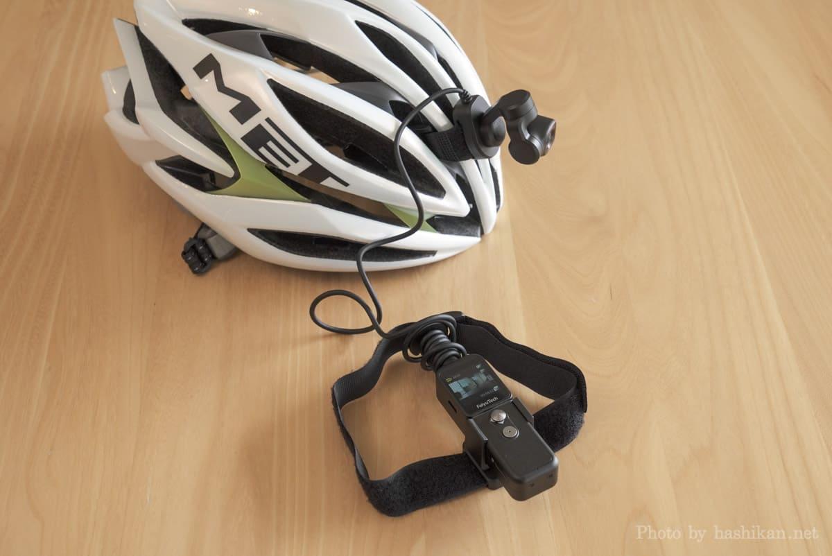 Feiyu Pocket 2S のカメラをヘルメットに固定し本体にベルトを取り付けた状態の画像