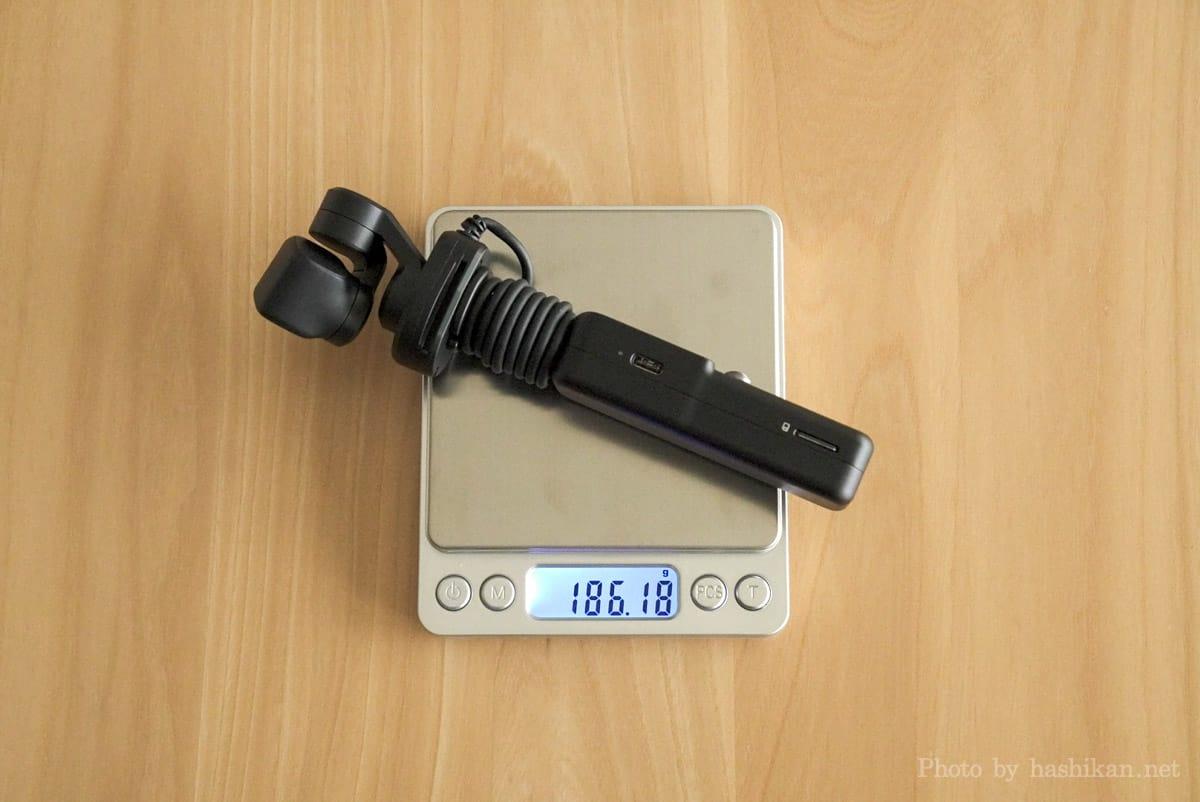 Feiyu Pocket 2S の重さを計測している状態の画像
