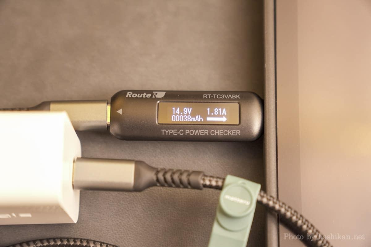 Innergie C6 Duo でiPad Air に充電したときの出力を計測している画像