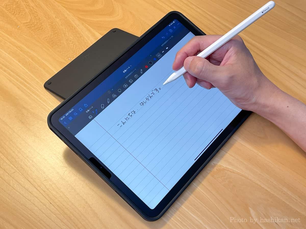 MOFT Floatのヨコ置きモードでスタンドを最大まで開き、手書き入力している状態の画像