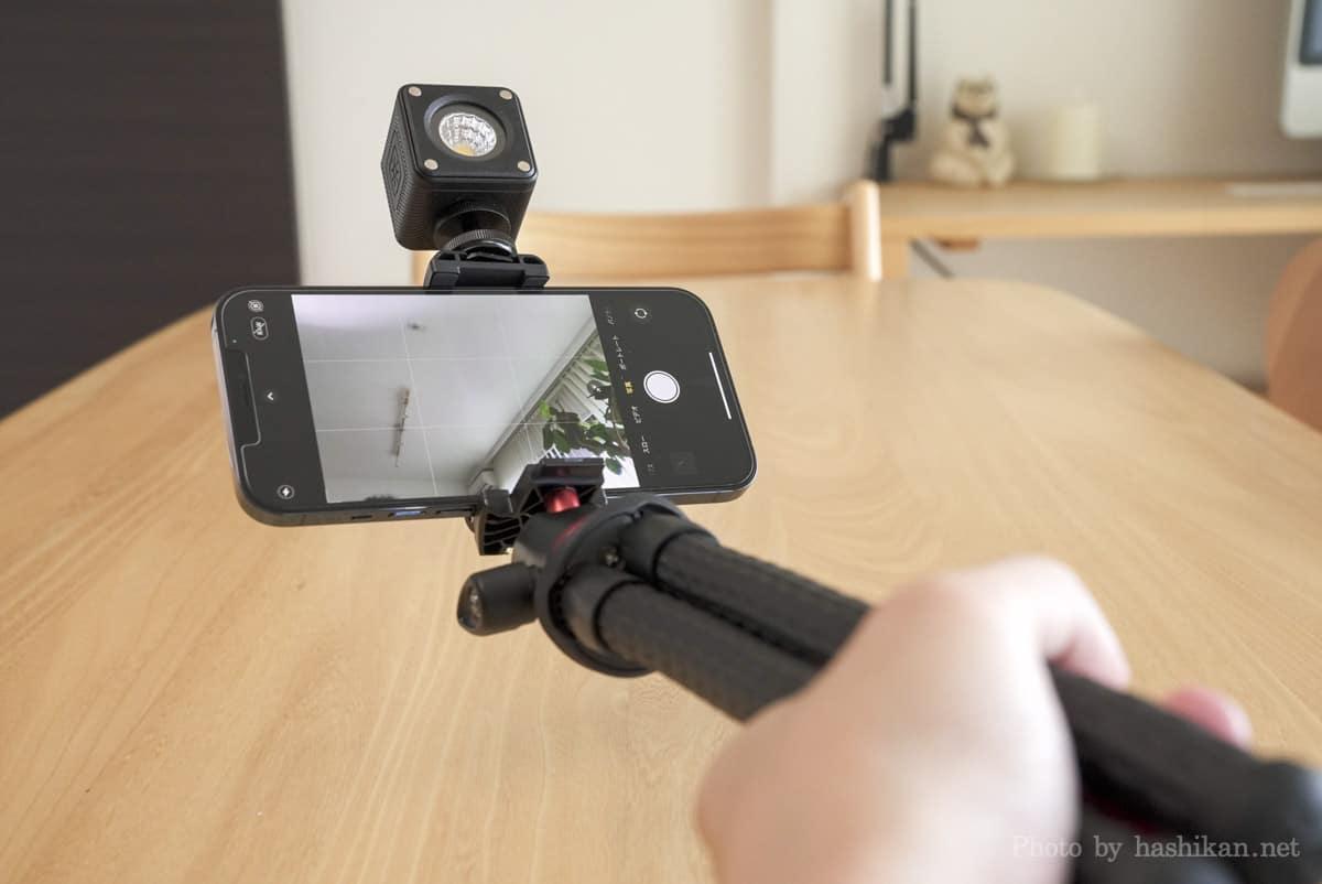 Ulanzi CUTE LITEとiPhone 12 Pro MaxをMT-11に取り付けて自撮りしている状態の画像