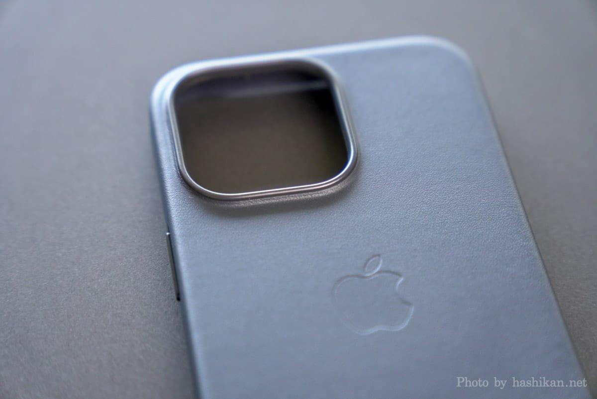iPhone 13 Pro のApple純正レザーケースのカメラ部分の拡大画像