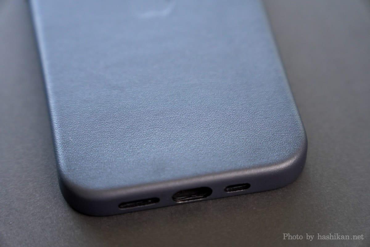 iPhone 13 Pro のApple純正レザーケースの表面の拡大画像