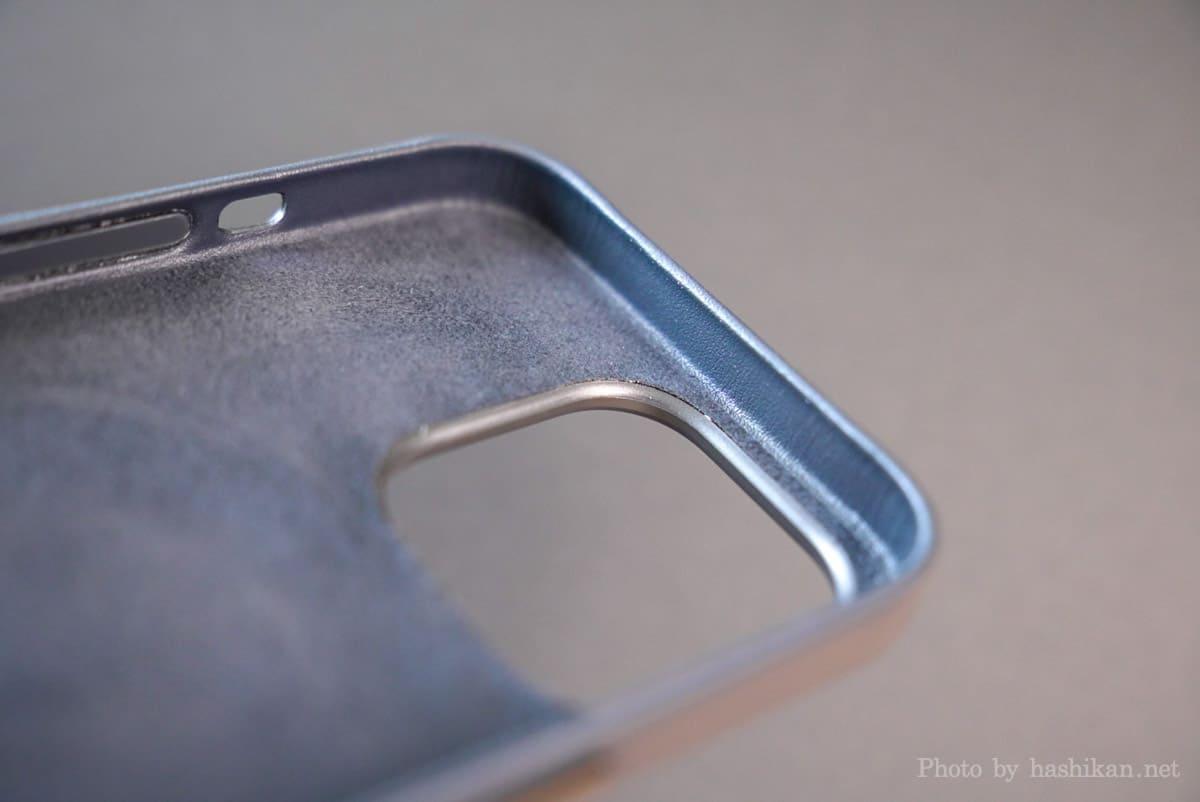 iPhone 13 Pro のApple純正レザーケースのカメラ部分の内側の拡大画像
