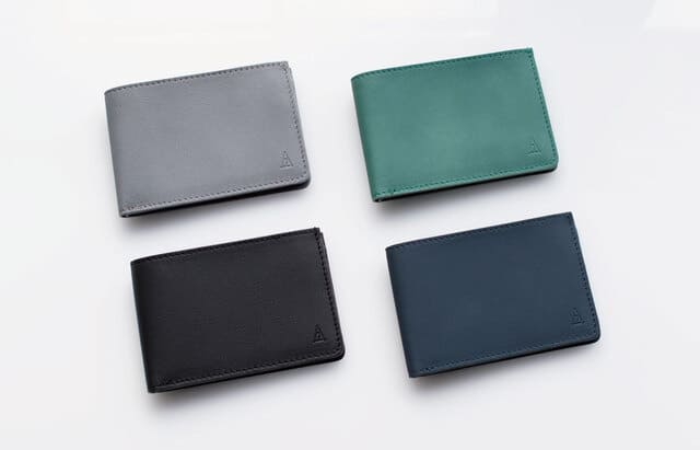 TAVARAT Receca のカラーバリエーションはグレー、グリーン、ブラック・ネイビーの4色。