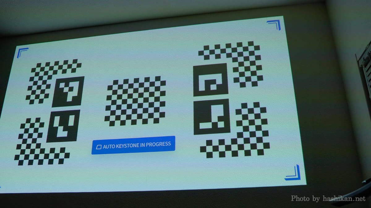XGIMI Elfinのオートキーストーンが動作している様子の画像